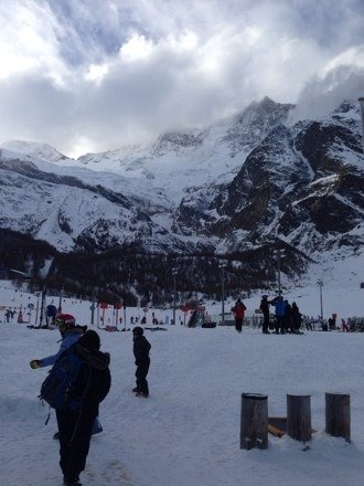 Limited lifts open on Xmas eve; pretty decent snow at the top of the resort, pre-snow cannons...