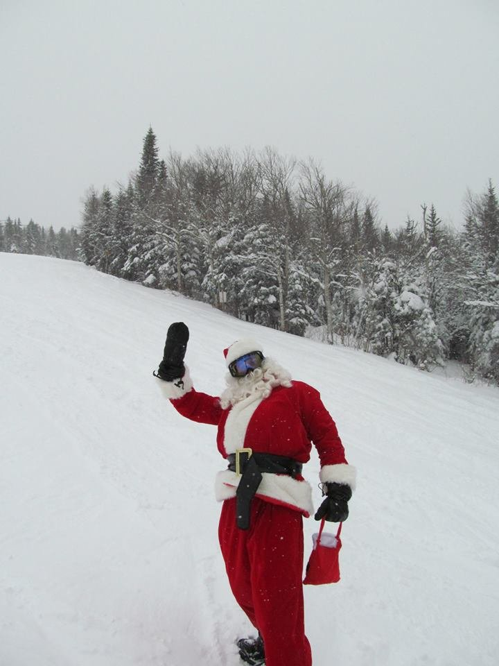 St. Nick strikes a pose! - ©Mont-Sainte-Anne