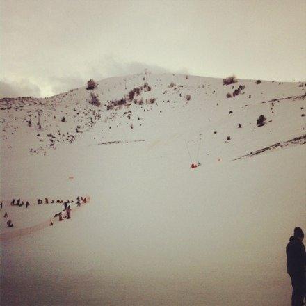 Sympathique domaine skiable malheureusement il n'a pas du neiger depuis un moment certains endroit sur les piste commence a être un peu marron. Sinon trois jours de ski agréable avec les copains et il y en a pour tout les niveaux. (La photo date du 1er janvier et il y a eu pas mal de vent)