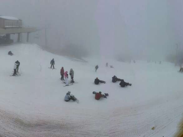 Shot from the new bar on top on 1/2. Drizzle all day, limited visibility at top and on Oz. Not too crowded.