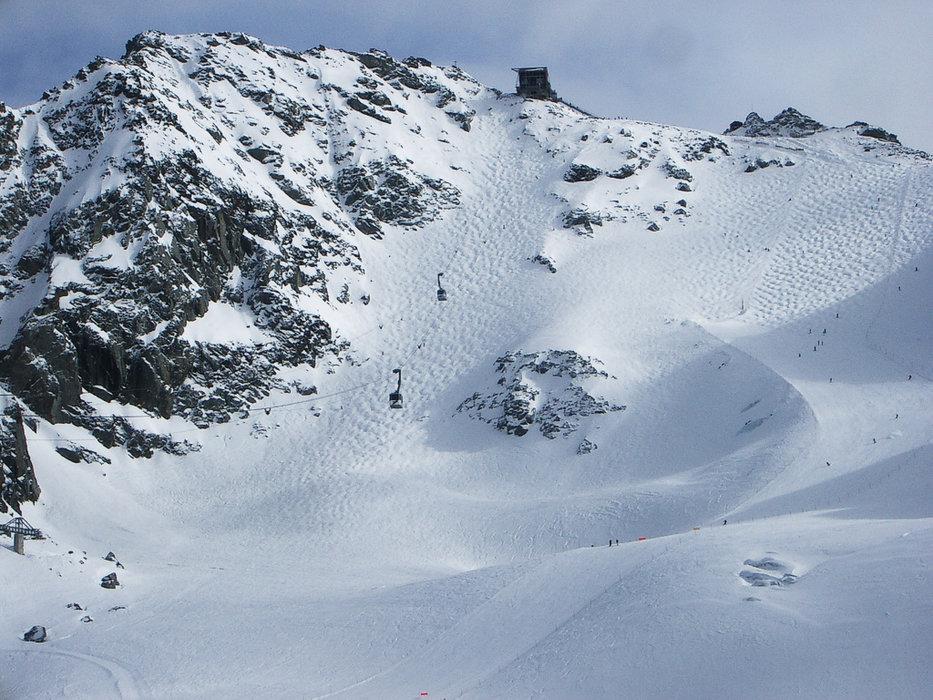 """La Piste noire du """"Mont Fort"""" à Nendaz/Verbier : un impressionnant champ de bosses de 350 m de dénivelé pour 1750 m de longueur"""