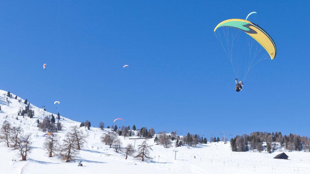 Durant votre séjour à Thyon, pourquoi ne pas prendre un peu de hauteurs (lors d'un vol en parapente par exemple) - © Thyon-Région Tourisme