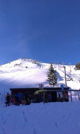 station ouverte depuis mercredi. tout est ouvert, la neige est bien là, hors piste assuré !