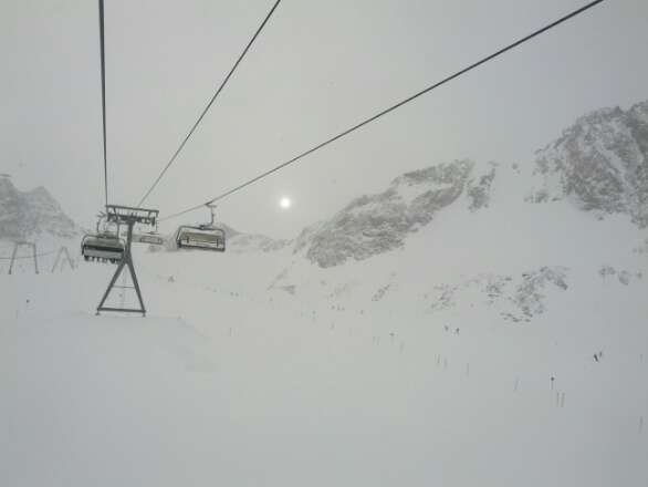 great conditions yesterday, 1m of fresh powder and still snowing!