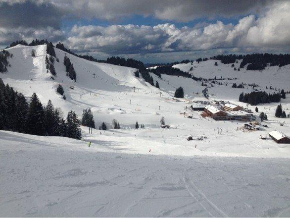 Sonntag 9.2.2014 traumhafter skitag. Sonne, Graupel im Wechsel. Top Piste - im Tal Frühling