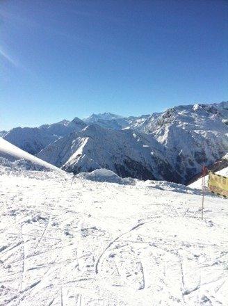 Giornata ideale per tempo e gente (poca, si sciava bene). Unica pecca la neve poco compattata, con molte gobbe lungo tutte le piste.