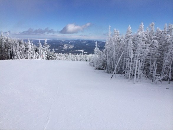 Freeeezing... After the wind hold was lifted on gondola lines improving. Good snow but some icy spots. Top of mountain -10.