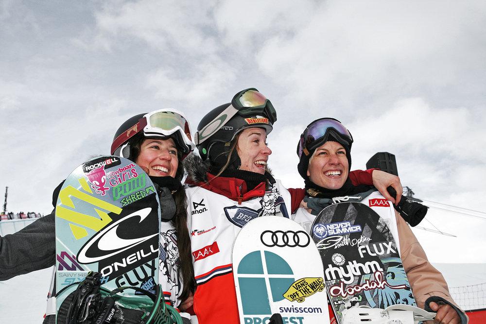 Das Top Trio des Halfpipe Finals mit Verena Rohrer, Ursine Haller und Carla Somaini (v.l.), Burton European Open 2014, Laax - © Stefan Drexl
