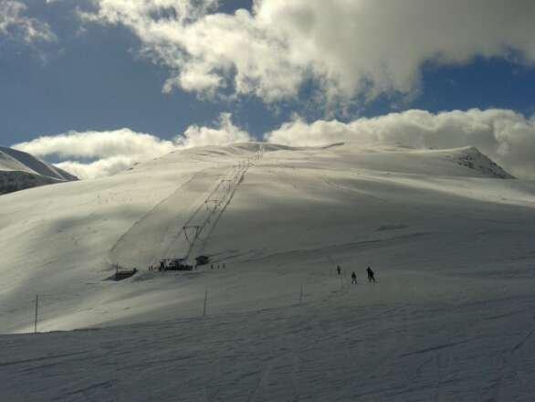 Neve bellissima tutta la mattina mentre molle nel pomeriggio e peccato per il collegamento con Prato nevoso che è chiuso da ormai una settimana