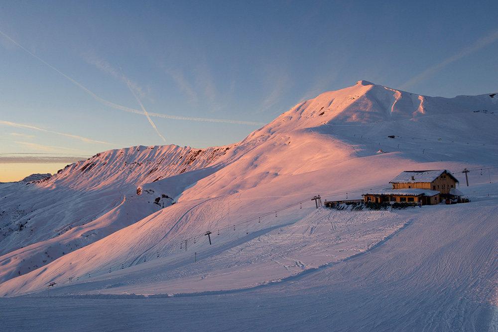 Prémice d'une belle journée sur le domaine skiable des Contamines - © Gilles Lansard