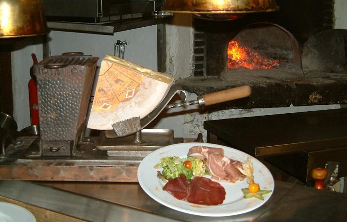Raclette at Le Cow Club, Isola 2000