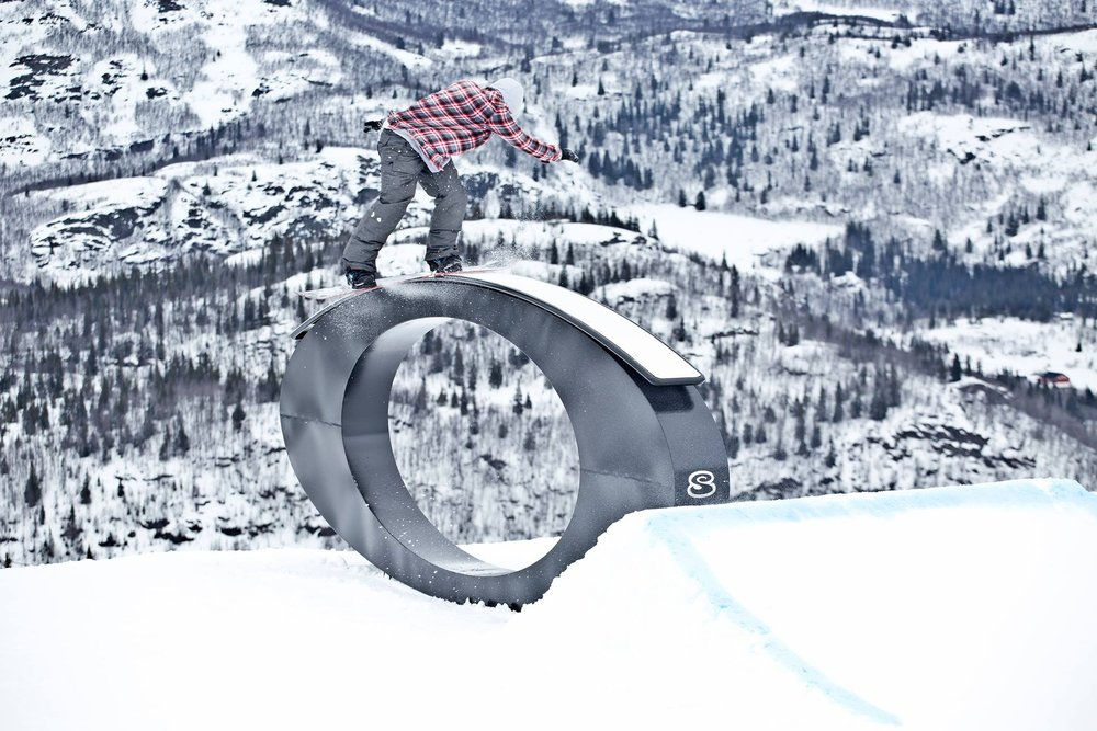 Sondre Hylland tester ut Oakley-railen i Hemsedal. - © Kalle Hägglund