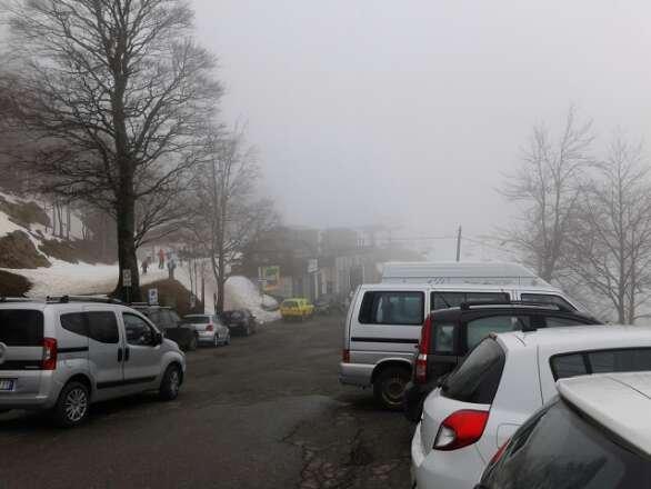 Nebbia fitta, temperatura 6 gradi e neve pappa fin da subito, ho rinunciato a malinquore a sciare per oggi peccato perché neve ce ne ancora molta