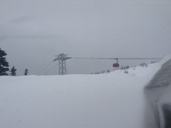 Snowing nicely. Visibility is poor but conditions are wonderful