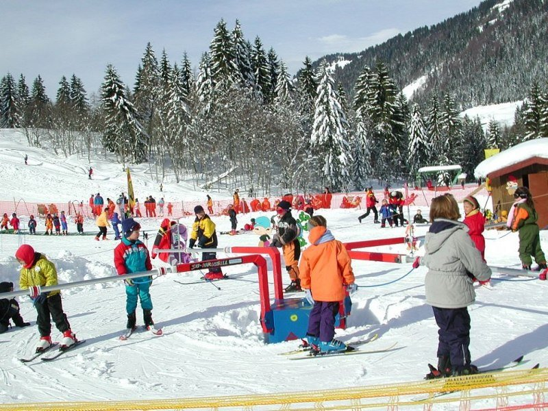 Kinderspaß am Skikarusell - © Balderschwang