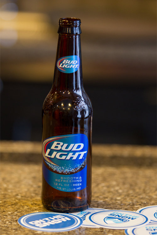Drinks on Ski Test sponsor, Bud Light, making the OnTheSnow happy hour a whole lot happier.  - © Cody Downard Photography