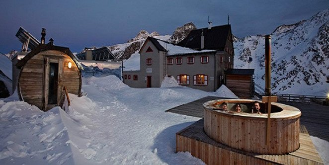 Outdoor sauna and hot tub at the Rifugio Bella Vista - © Bella Vista