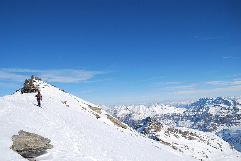 Steinmännchen beleben den Gipfel - © Marion Neumann