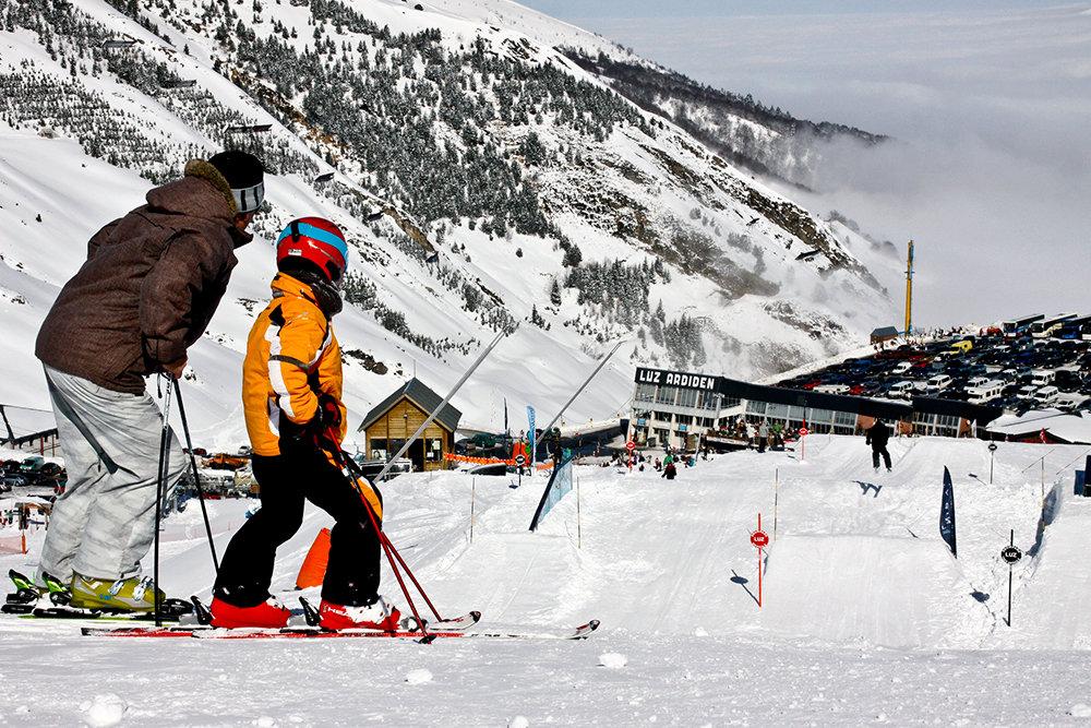 Grands et petits peuvent se mesurer sur le snowpark de Luz Ardiden - © NPY Luz-Ardiden