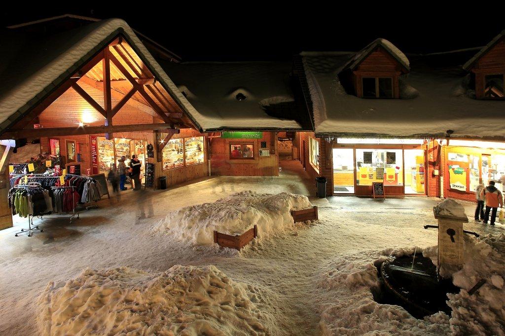La place des Boutiques à La Joue du Loup - © Office de Tourisme du Dévoluy