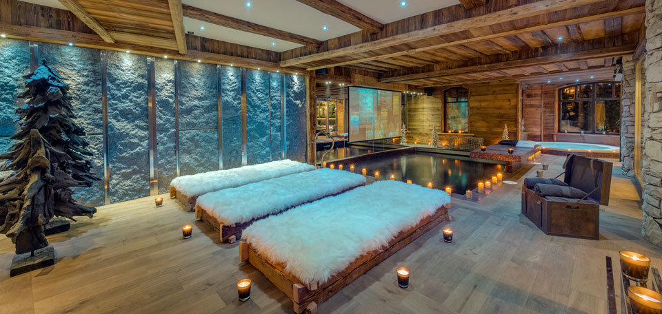 Pool with TV screen at Chalet Lhotse, Val d'Isere - © Consenio