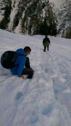 Der Rest Schnee der vergangenen Wochen ist ziemlich Fest und Vereist .... Aber es soll ja in der nächsten Woche die Schneefall Grenze wieder Sinken bis auf 1200 Meter.