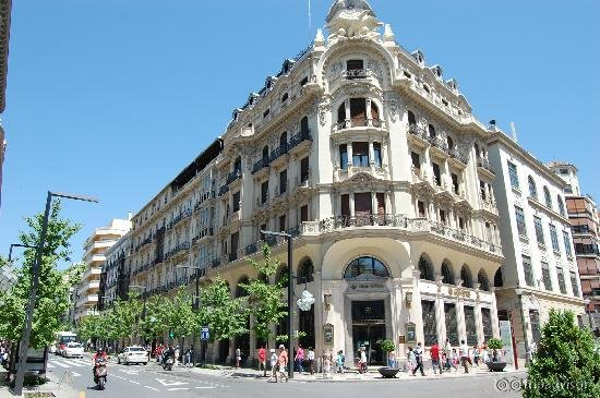 Hotel NH Victoria
