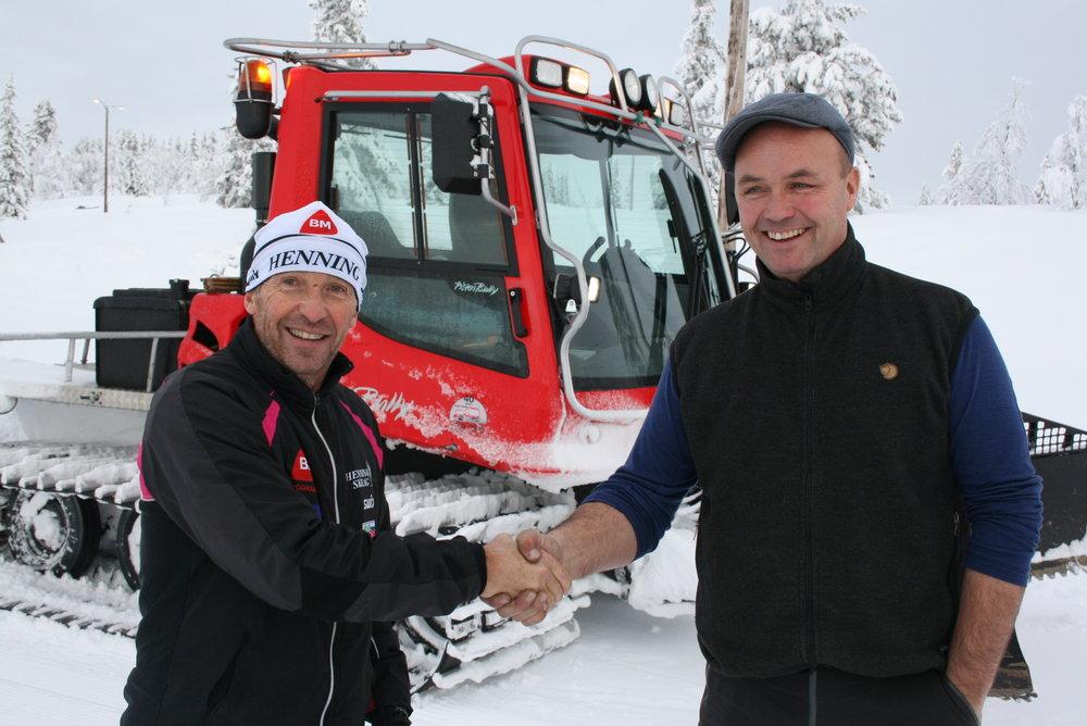 Hallstein Bøgesth takker Tor Suleng i Gålå Turløyper for de fantastiske langrennsforholdene på Gålå - © Espen Løken