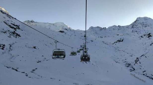 Eigentlich herrschen im kompletten Gebiet sehr ordentliche  Schneebedingungen vor. Einzig die schwarze Piste. 6 hat im Hang nach dem Skitunnel und dem Ziehweg zur Mittelstation doch einige Steine. Sonst ist die Abfahrt an der Ochsenalmbahn wirklich top. Karlesjoch und Weißseeferner Bereich waren ein Traum. Im  Gelände würde sich ein halber Meter Neuschnee sicher sehr gut gut anfühlen. Also warten und pray for snow.  Euch allen viel Spaß beim  Skifahren