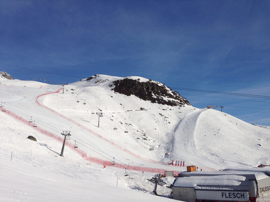 The pistes draw a blandly picture into the mountain - © Aletsch Arena