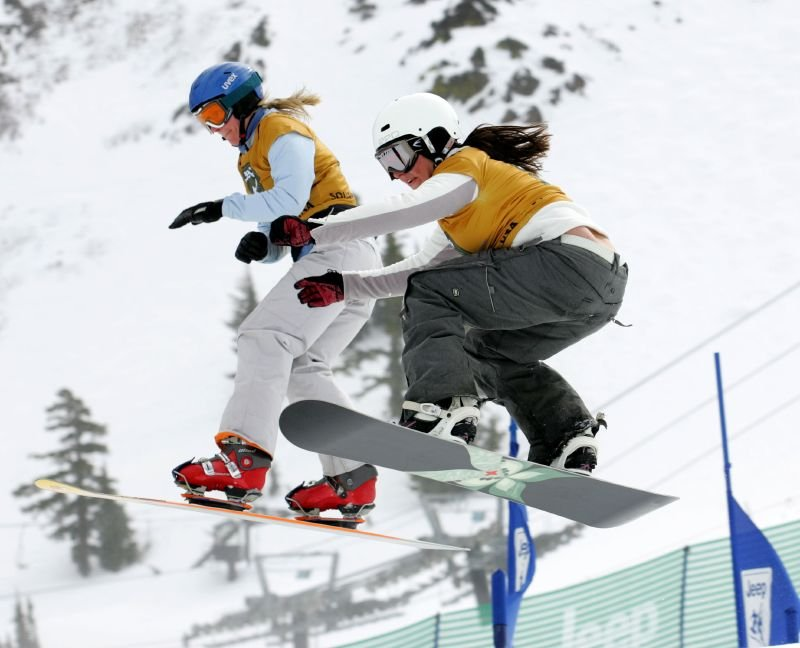 Deux snowboarders participent au  Jeep King of the MountainSki / Snowboard Championnats du monde de Squaw Valley, en Californie, Février 2006 - © Squaw Valley