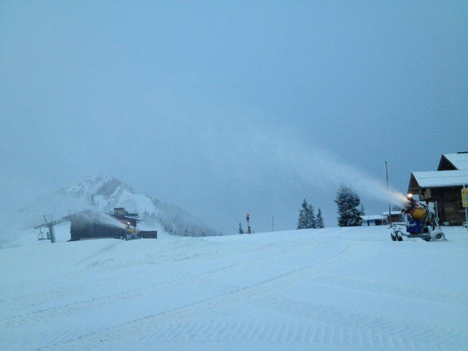 Die Schneekanonen arbeiten mit voller Kraft - © SkiWelt Wilder Kaiser - Brixental