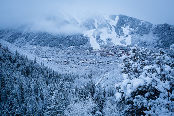 Aspen/Snowmass' 4,000 plus vertical can make for some variations in temperature from top to bottom. - © Jeremy Swanson