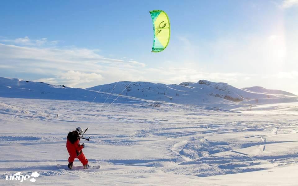 Kiter i farten blandt fjell og vidder på Bergsjø - © Ål Turistiinformasjon / Foto: Helge Grande Stærk.