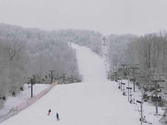 Still some lingering flurries! Great day to get your ski legs back!