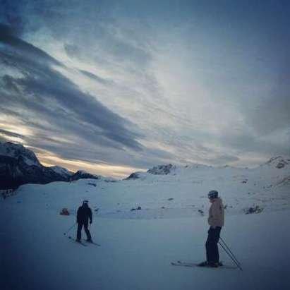 ancora non tutte le piste sono aperte. la neve è buona e si scia bene per tutta la giornata.