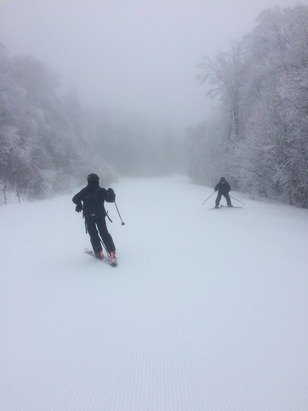 Yesterday had really nice soft snow, wet but really good conditions! Empty which was nice almost our own private resort