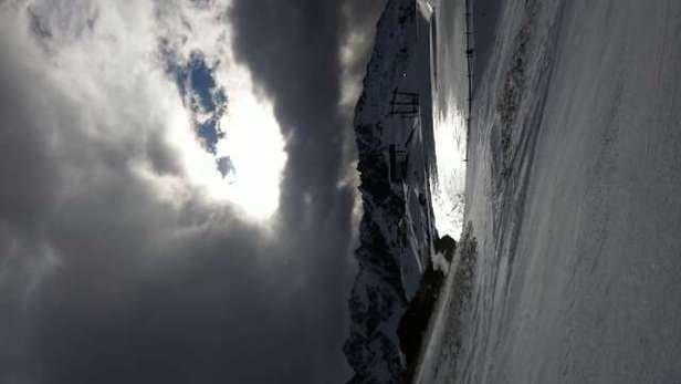 Griffiger Schnee Taalabfahrt ist ohne Probleme möglich und lohnt sich auch die letzten 50 Metern zu laufen.