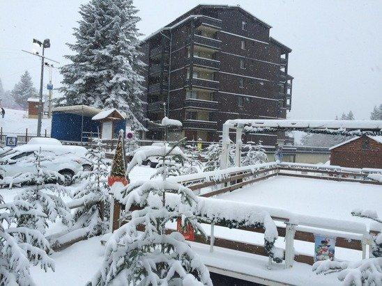 25 cm sur cette journée . Le téléski de fond froide sera ouvert pour ce dimanche , ainsi que tout le froid de neige