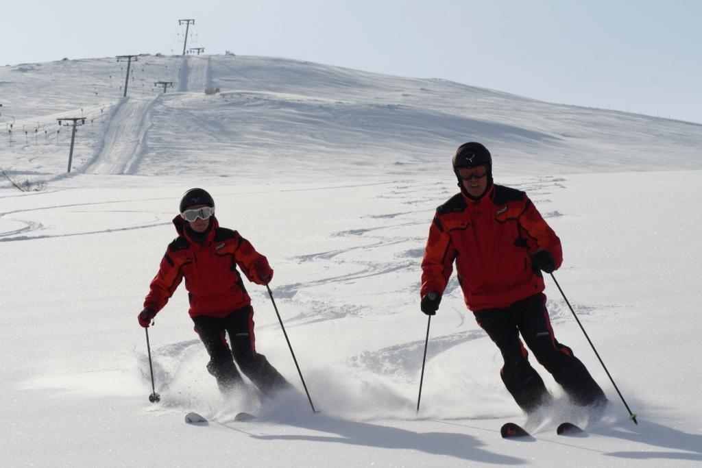 Skiskolen i løssnøen | Bente & Michael - © Snorre | help2cad.dk @ Skiinfo Lounge