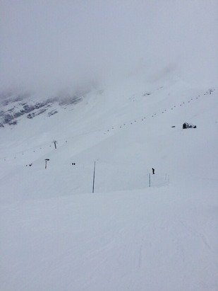 Great conditions in Clusaz - top lift above 1900 m closed and Avalanche canons in frequent use. Still need more snow 500m - 900m