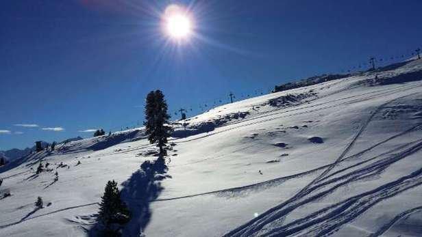 """Schnee von oben gab es genug (30. und 31.12.), allerdings hat der Wind viel davon wieder """"weggeblasen"""" - trotzdem hatten wir am 01. und 02.01. schöne Tage (Untergrund hart, teilweise eisig - am Rand der Pisten schön!!!)"""