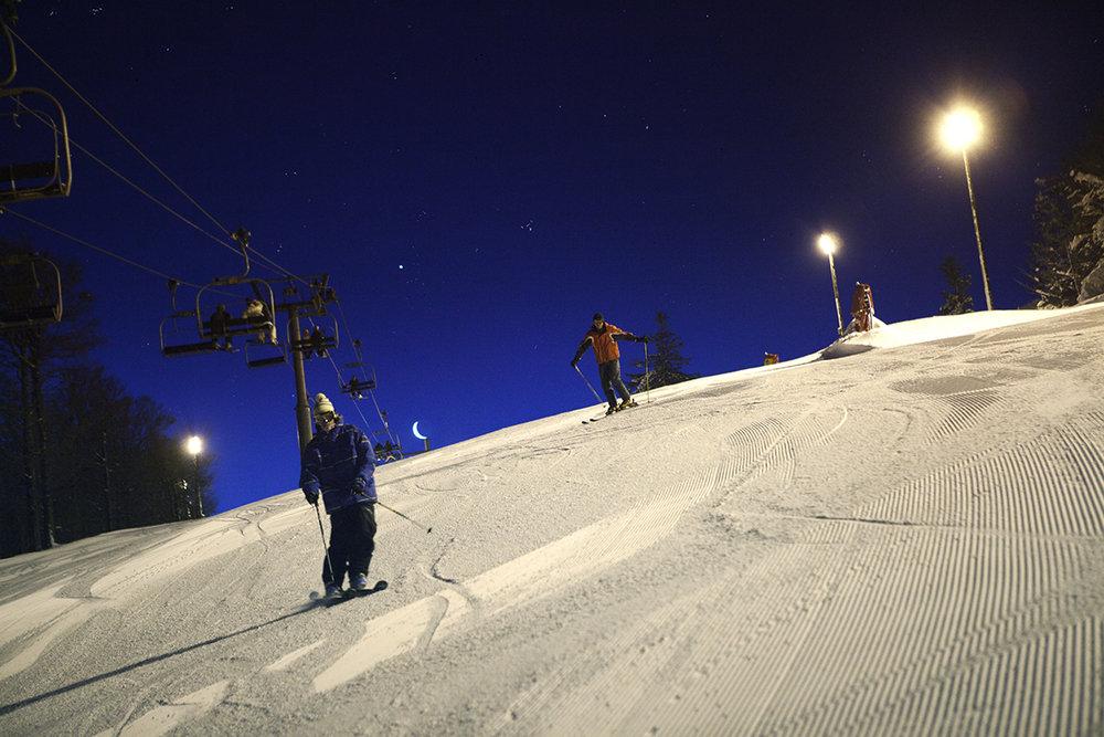 Session de ski nocturne sur les pistes éclairées de la Bresse Hohneck - © Billiotte / OT La Bresse