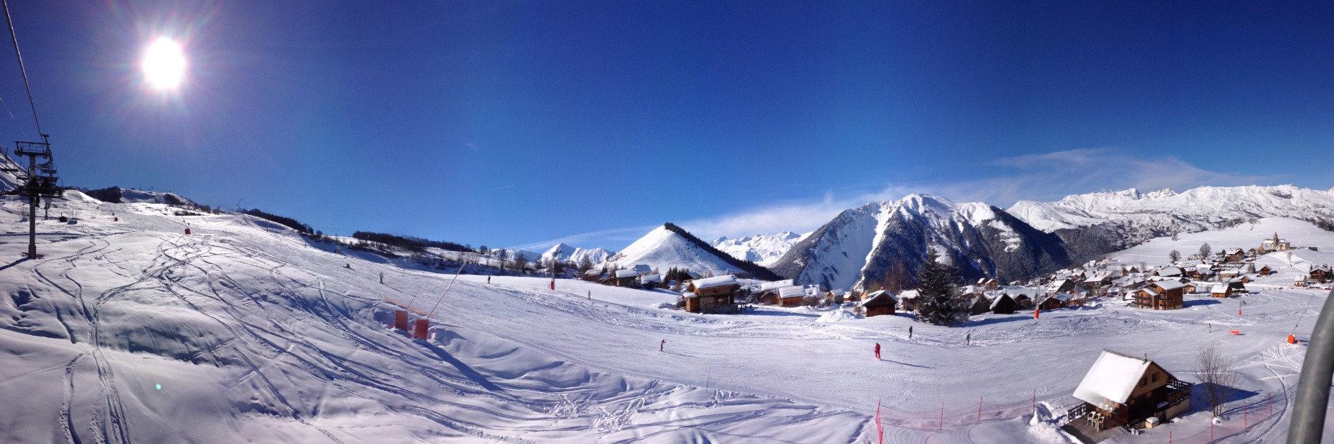 Le village d'Albiez Montrond et son front de neige - © OT Albiez / M. Fumaz