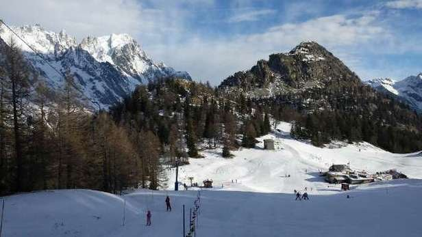 Ok in the morning. Icy patches by about 3. Pistes doing what they can at night. No off piste to speak of. Snow for cast by locals for Wednesday. On the bright side wonderfully quiet and no cues.