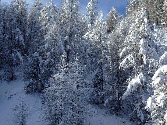 Enfin le domaine ouvre la partie haute. La neige est bonne, mais il en manque encore. Les cailloux sont encore présents!!