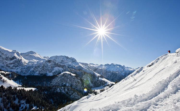 Sonne und Schnee sind die perfekten Begleiter für den perfekten Skitag - © Berchtesgadener Land Tourismus
