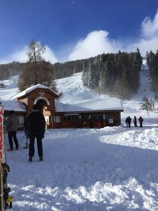 Magnifique journée mais quasi ttes les pistes fermées à cause du vent risques d'avalanche