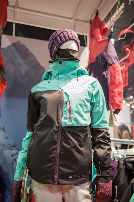 We dig the asymmetrical color blocking in this 686 women's jacket, part of the brand's Glacier line.  - ©Ashleigh Miller Photography