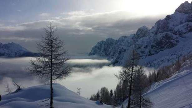 bellissima neve anche se ormai i fuoripista son già tutti arati..comunque bellissimo posto! (la foto è di ieri)